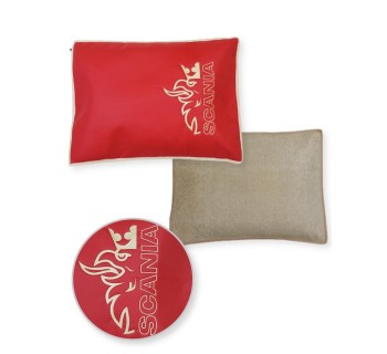 Подушка-наволочка на SCANIA красная